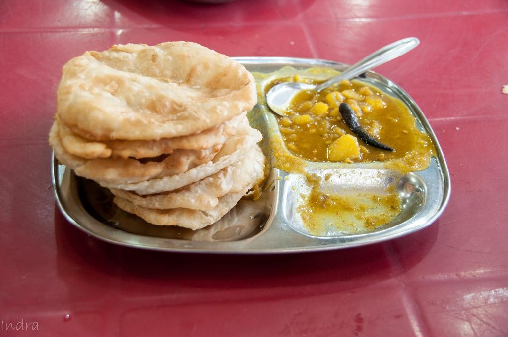 The famous kachori with ghugni