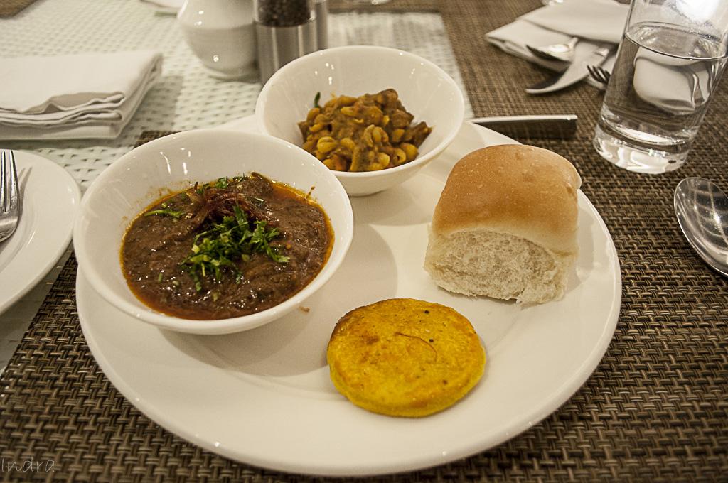 Mutton haleem, mutton ghugni, pau and sheermal