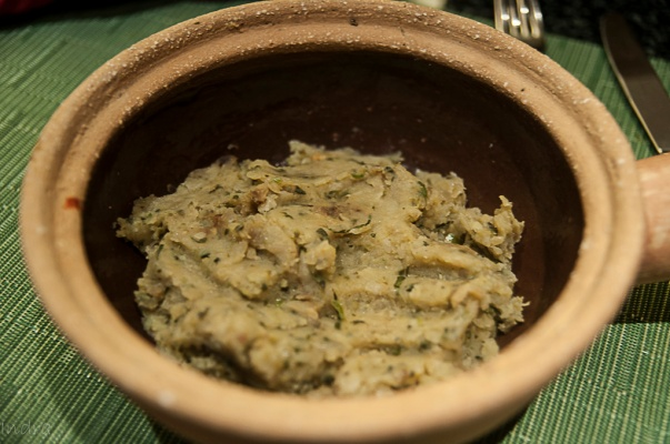 Mashed potato seasoned with mustard oil and coriander leaves